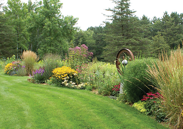Squire House Gardens, gardening, Hudson gardens, lens on st. croix valley, squire house